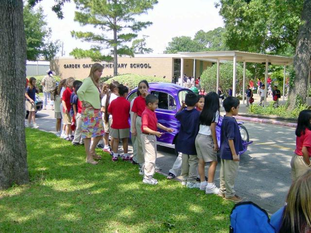 Garden oaks montessori magnet houston tx garden ftempo for Garden oaks pool houston